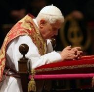 Benoît XVI en prière 110908_priere.jpg