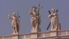 991668376-cathedrale-saint-pierre-donato-bramante-michelangelo-jesus-christ (1).jpg