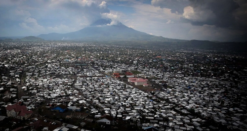 Nyiragongo 1920px-2015_Goma__volcano_Nyiragongo_in_background_-_North_Kivu_20875766889.jpg