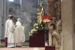 Mater Dei Le-pape-encense-la-Vierge-Marie.jpeg