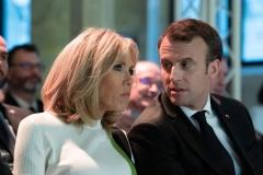 brigitte-et-emmanuel-macron-discussion-au-college-des-bernardins.jpg