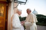 la-rencontre-entre-benoit-xvi-et-le-pape-francois_article_large.jpg
