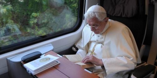 web3-pope-benedict-xvi-reading-osservatore-romano-afp.jpg